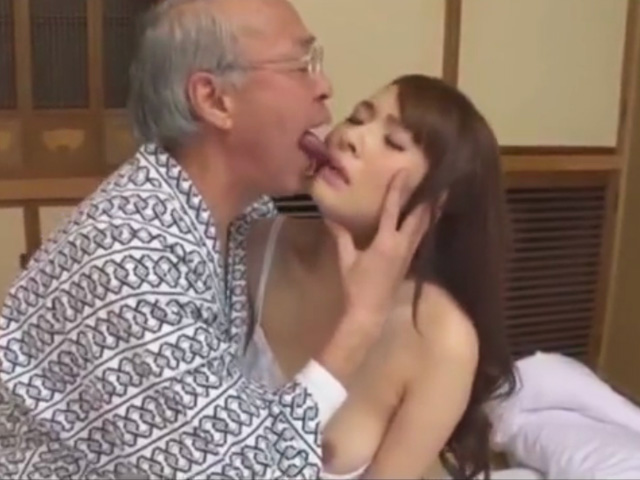 [大場ゆい]「お義父さんが...欲しいんです...」義父のチンポを欲しがるエロ美人妻