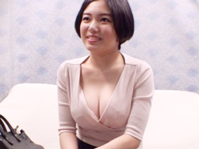 [人妻ナンパ]美人で清楚な巨乳熟女が素股だけならと恥じらいながら受け入れるも油断した隙にヌルッと生チン挿入で中出しww