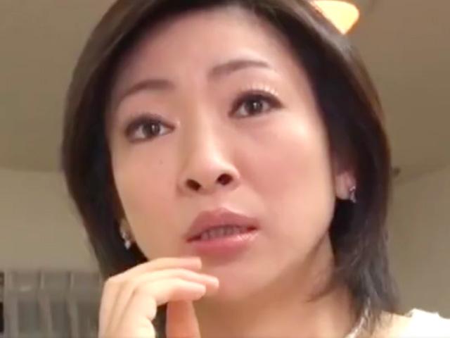[沢渡紗織]買い物帰りの熟女母が息子のオナニー姿に発情して夫に内緒の近親セックスで絶頂!