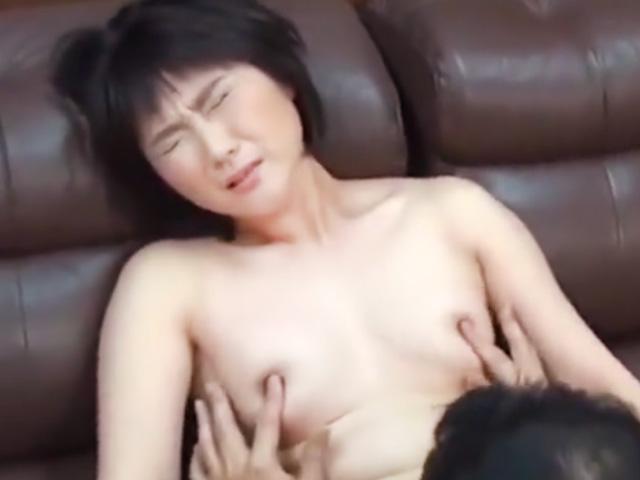 [五十路熟女]熟れた人妻が恥辱SEXで悶絶絶頂!他人棒で突かれまくって昇天!