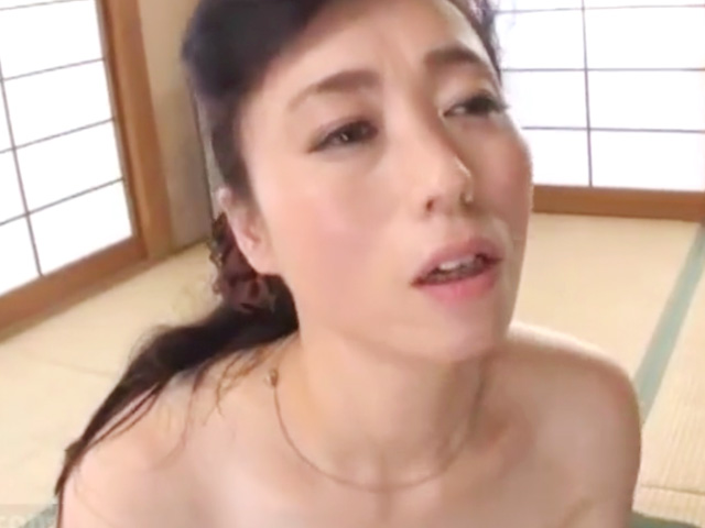 [岡田智恵子]妻に内緒で義母と近親相姦!熟れた肢体に興奮して禁断の母子NTR!