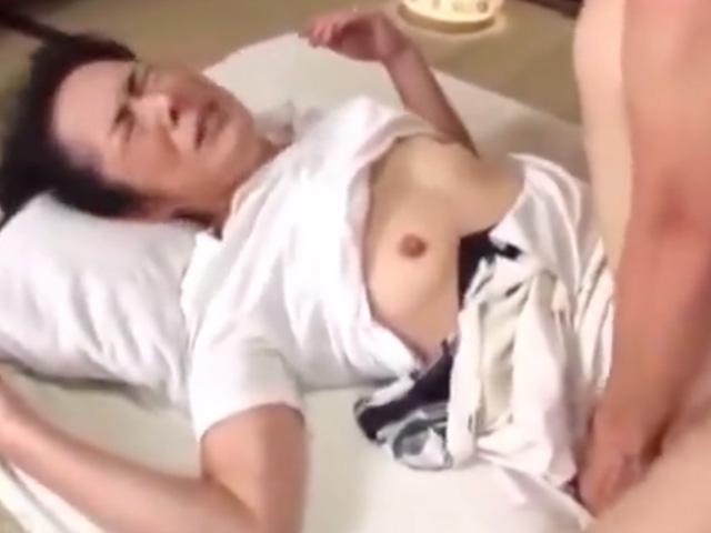 [高齢熟女]六十路の還暦おばさんがご無沙汰チンポの虜になって悶絶絶頂!中出しされてイキまくり!