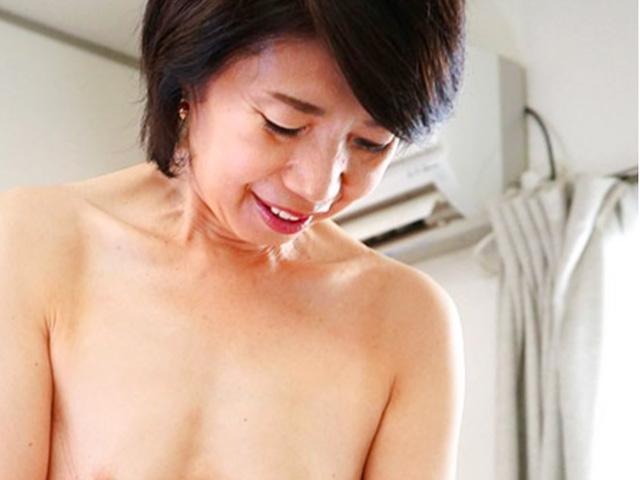 [瀬川志穂]還暦を迎えた六十路の高齢熟女が若い男の肉棒が欲しくて懇願!膣奥突かれて悶絶しちゃう!