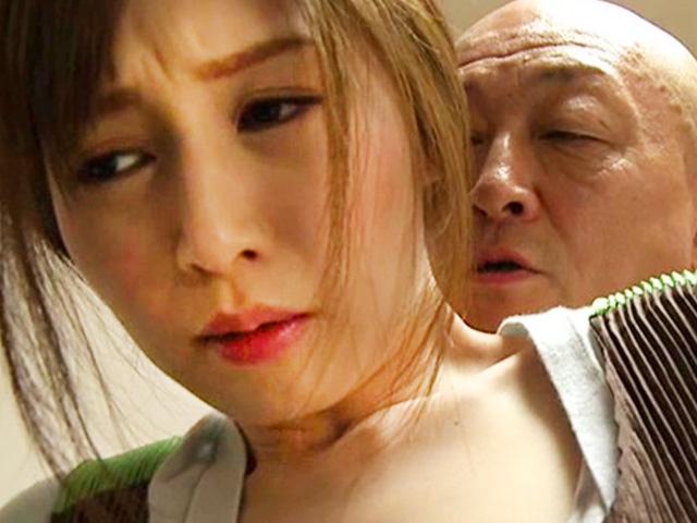 [ヘンリー塚本×佐々木あき]「すぐに終わるから」夫の父に犯され寝取られる美人妻が近親相姦ハメに興奮!